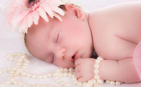 宝宝刚出生就有牙齿怎么回事